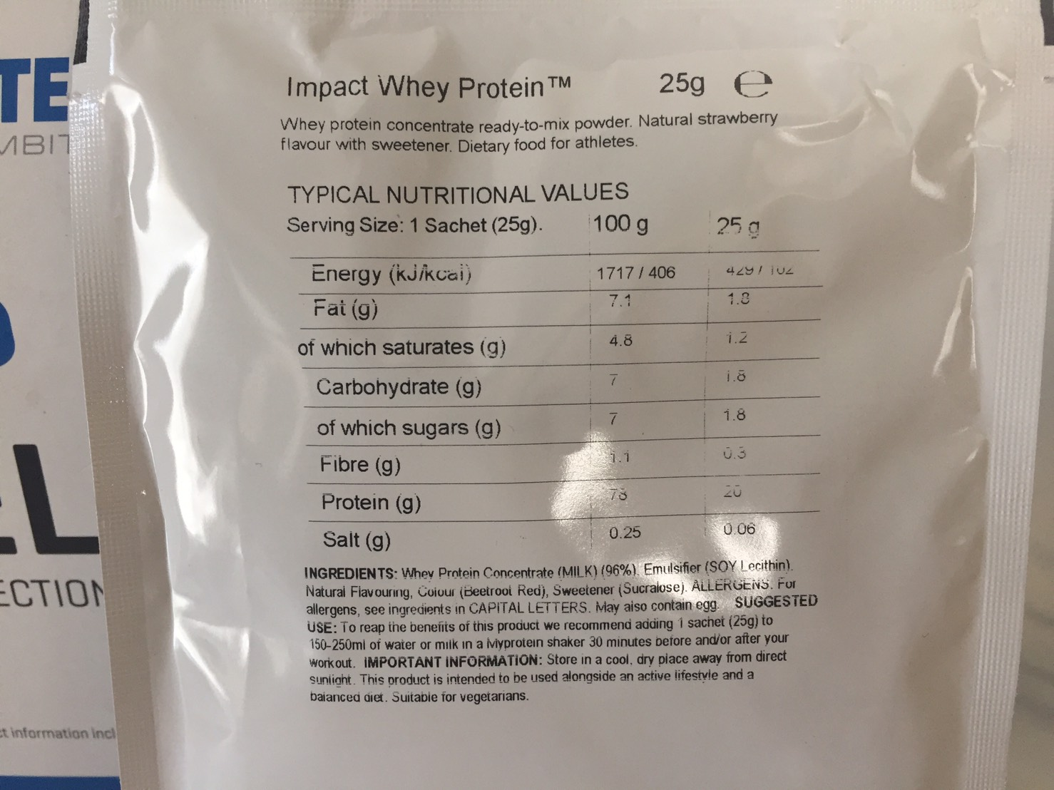 【WPC】Impactホエイプロテイン「Natural Strawberry(ナチュラルストロベリー味)」の成分表