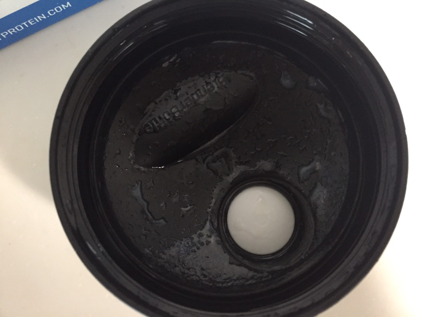 【WPC】Impactホエイプロテイン「Natural Vanilla(ナチュラルバニラ味)」を飲み終えた様子。蓋側