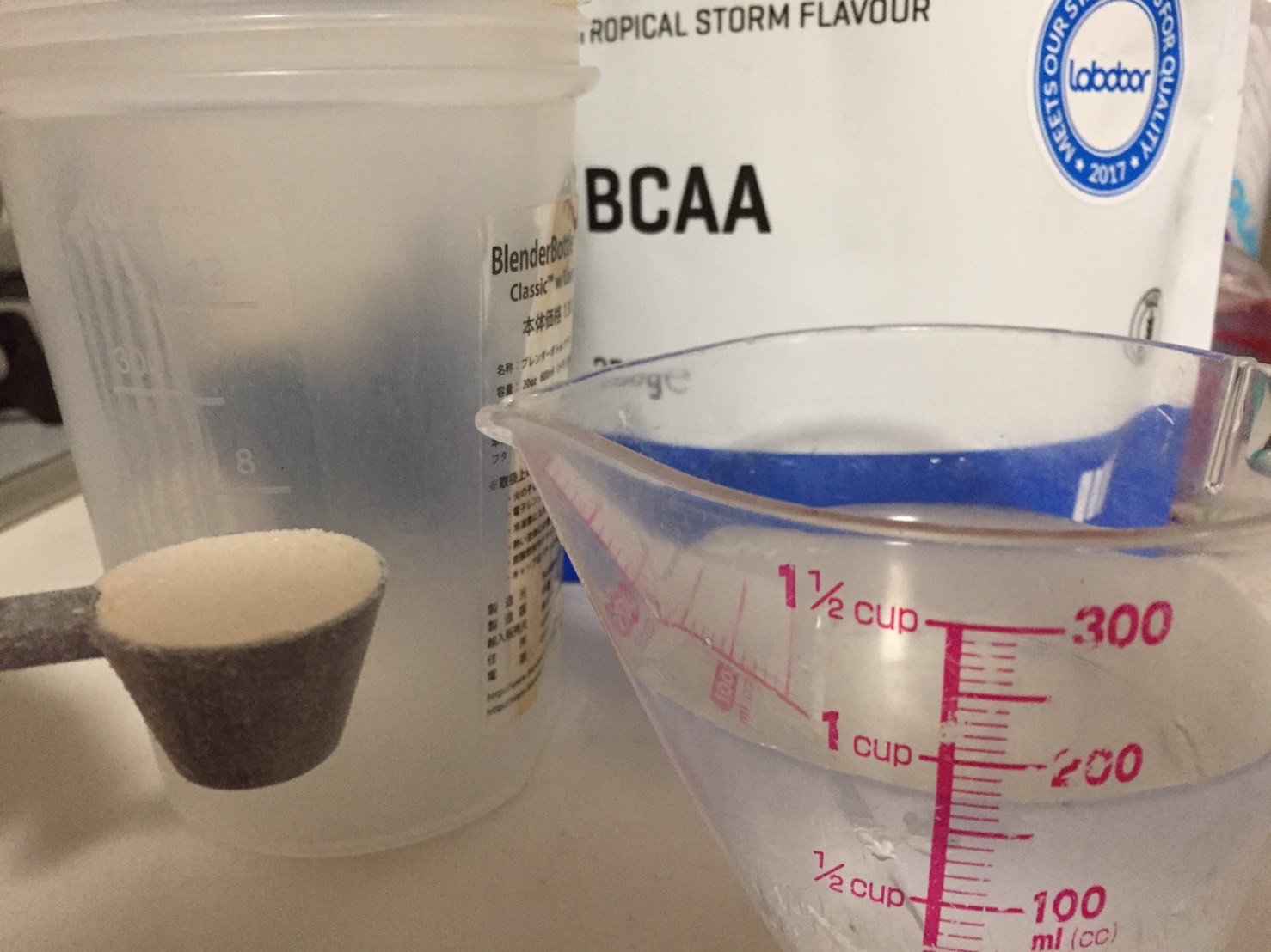 BCAA3gに対して175mlの水を用意しました。