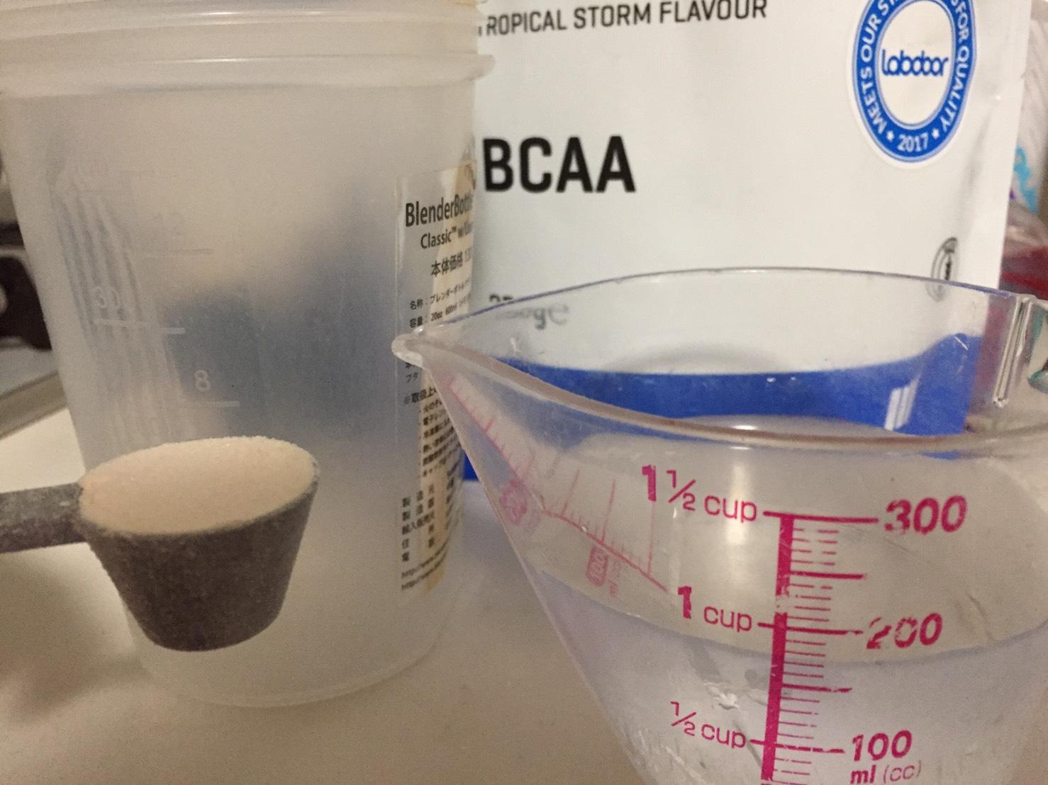 BCAA3gに対して175mlの水を用意しました。