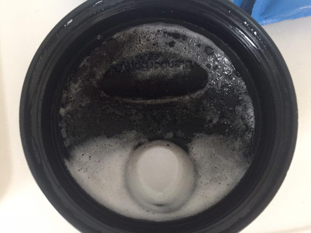 【WPI】Impactホエイアイソレート「Vanilla Flavour(バニラ味)」を飲み終えた様子。蓋にもガッツリと泡が残りました。