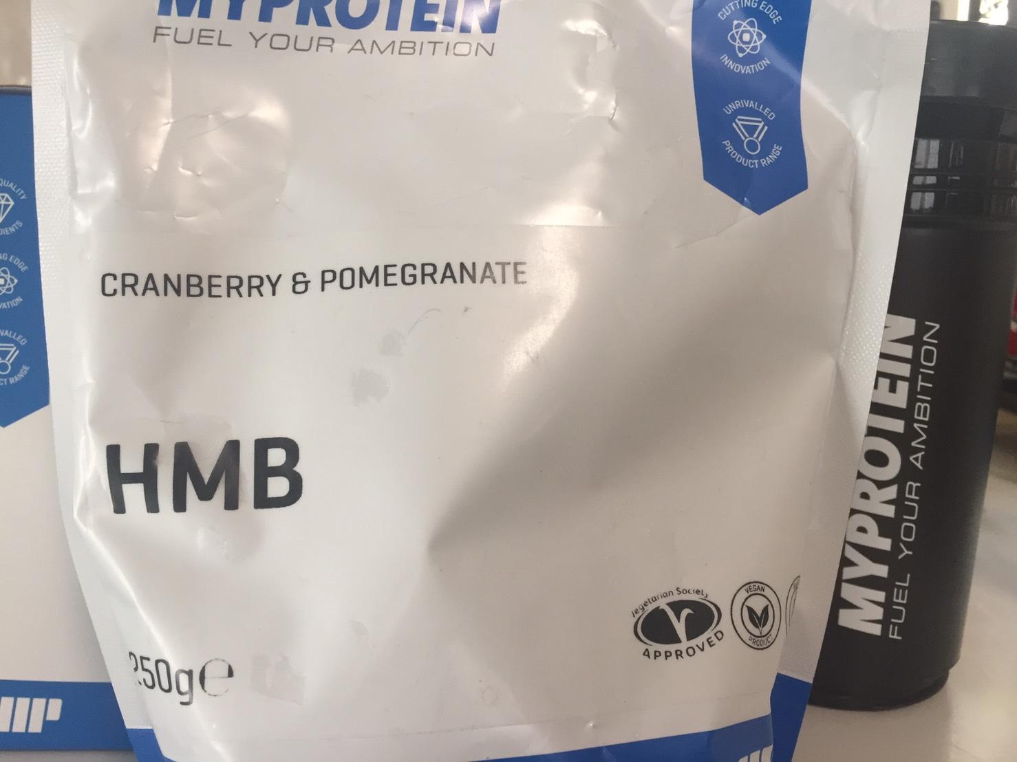 マイプロテインのHMBパウダー「CRANBERRY&POMEGRANATE(クランベリー&ザクロ味)」のパッケージの様子