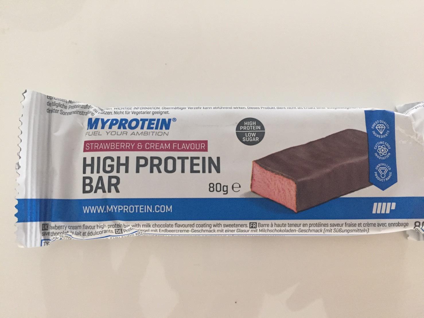 高タンパク質バー(High Protein Bar)「STRAWBERRY&CREAM FLAVOUR(ストロベリー&クリーム味)」の成分表