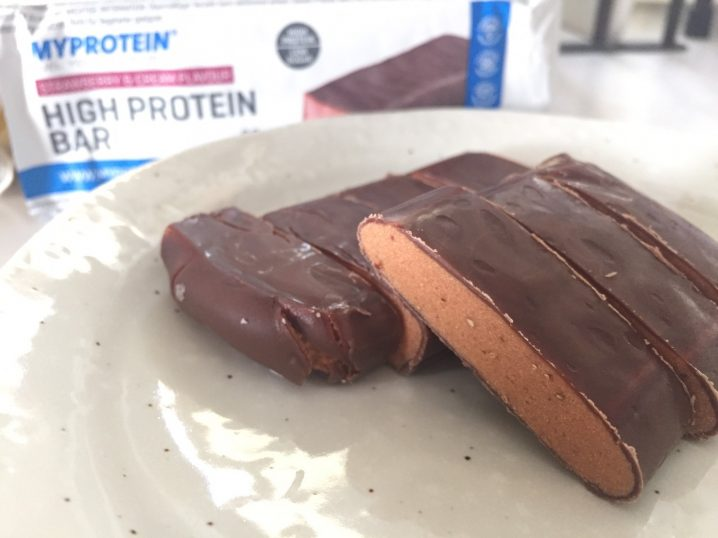 高タンパク質バー(High Protein Bar)「STRAWBERRY&CREAM FLAVOUR(ストロベリー&クリーム味)」を食べてみた感想