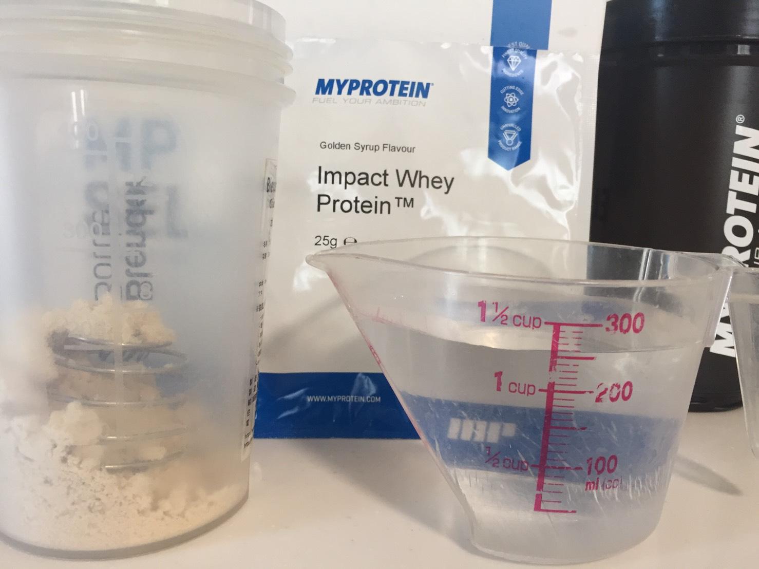 Golden Syrup(ゴールデンシロップ味)を250mlの水に溶かします。