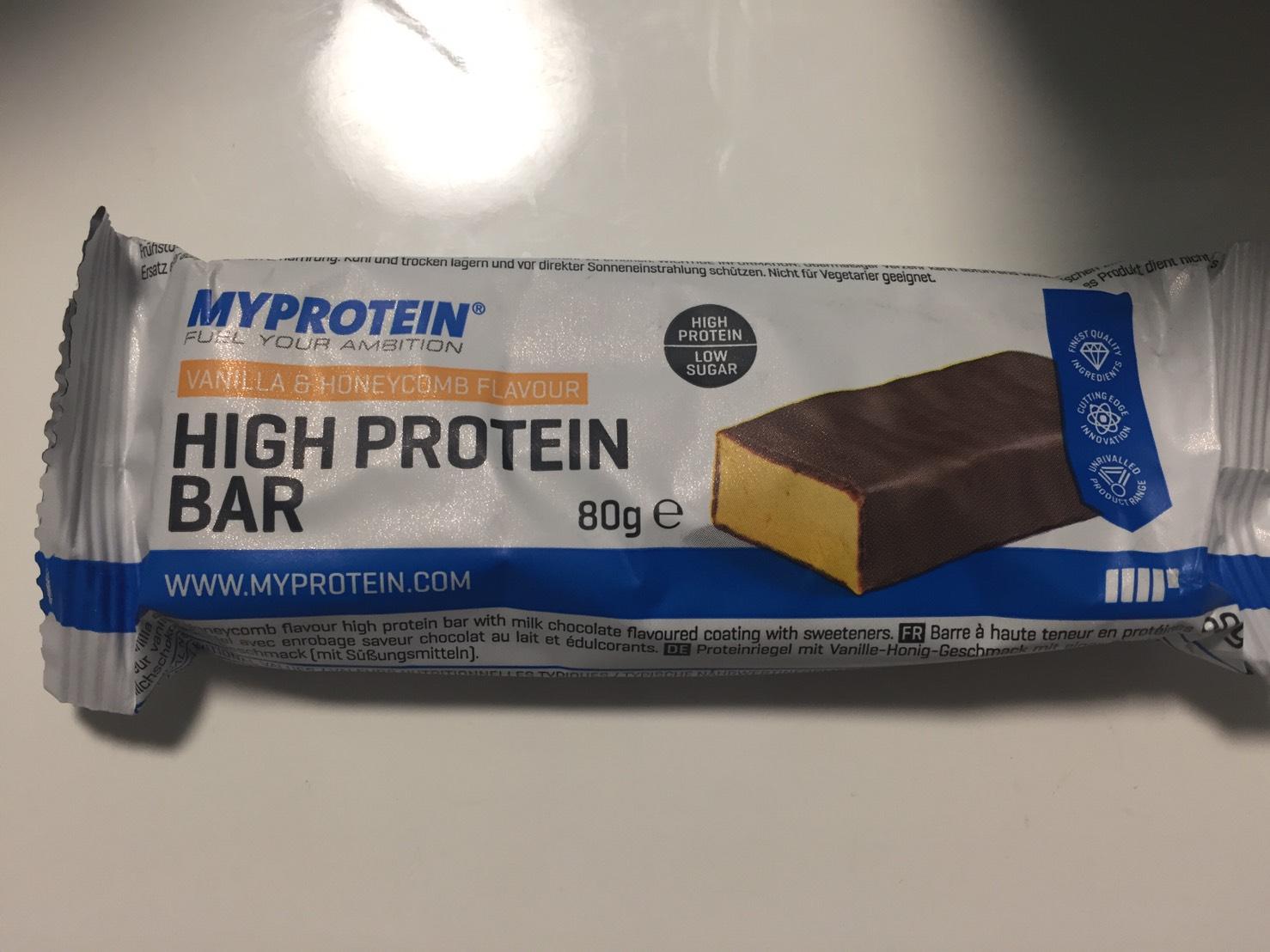 ハイプロテインバー(High Protein Bar)「VANILLA&HONEYCOMB FLAVOUR(バニラ&ハニーコンボ味)」の成分表