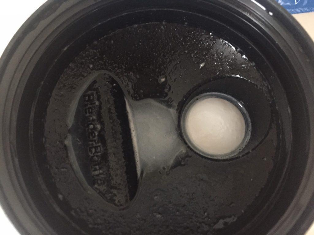 Vanilla Flavour(バニラ味)を溶かした様子(蓋側)