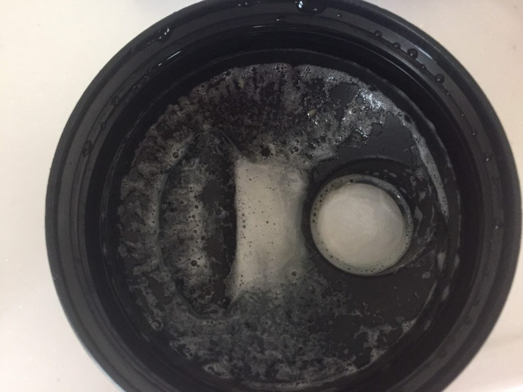 Coffee Caramel Flavour(コーヒーキャラメル味)を溶かした蓋側