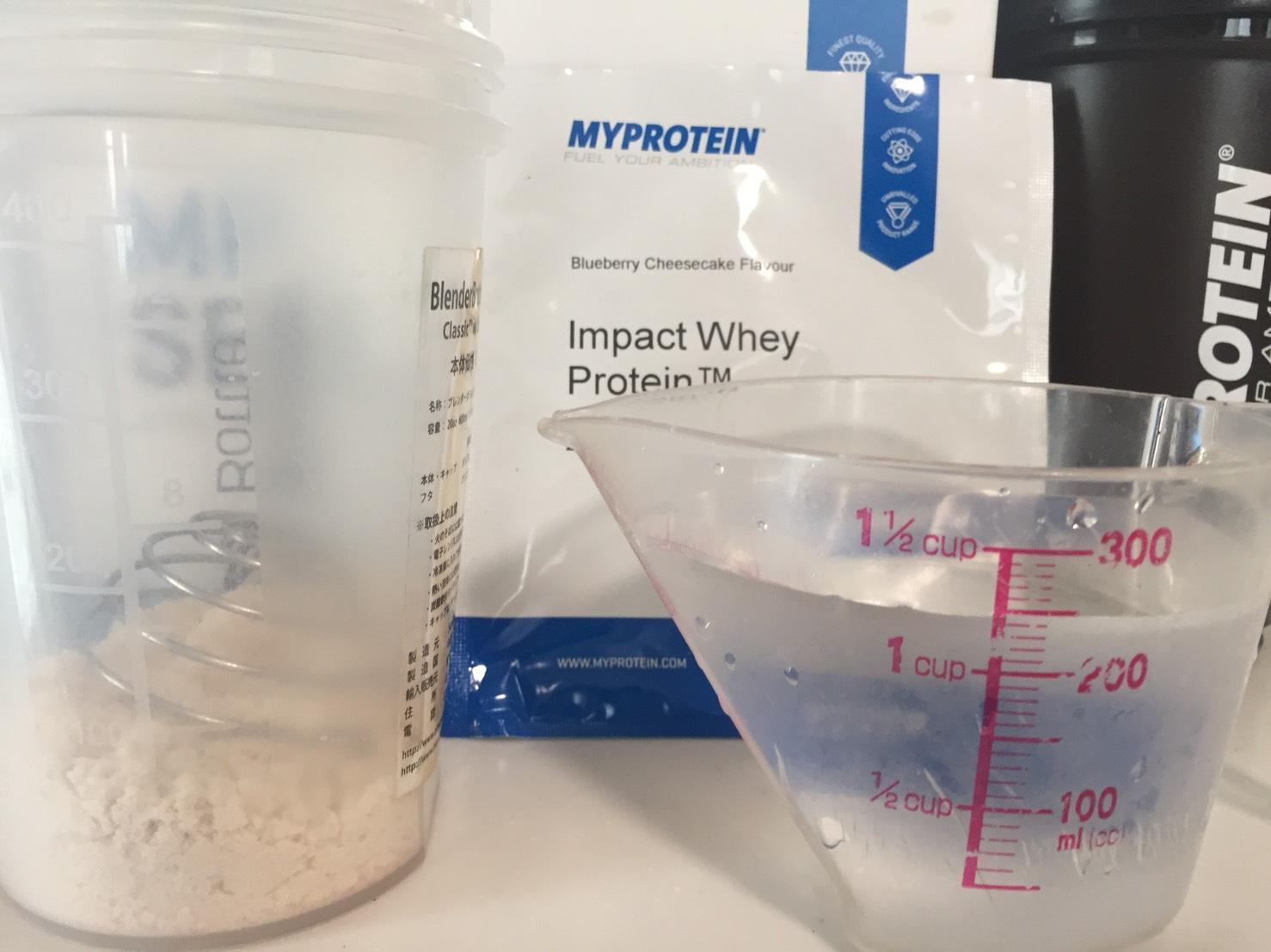 Blueberry Cheesecake Flavour(ブルーベリーチーズケーキ味)を250mlの水に溶かします。