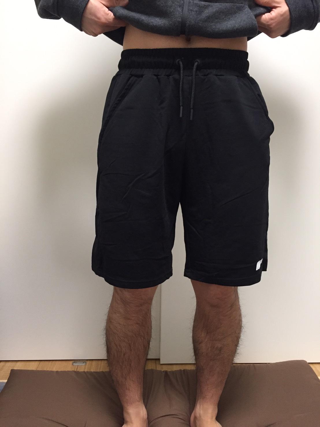 「スーパーライト ショーツ」のブラック、Mサイズを着用した様子