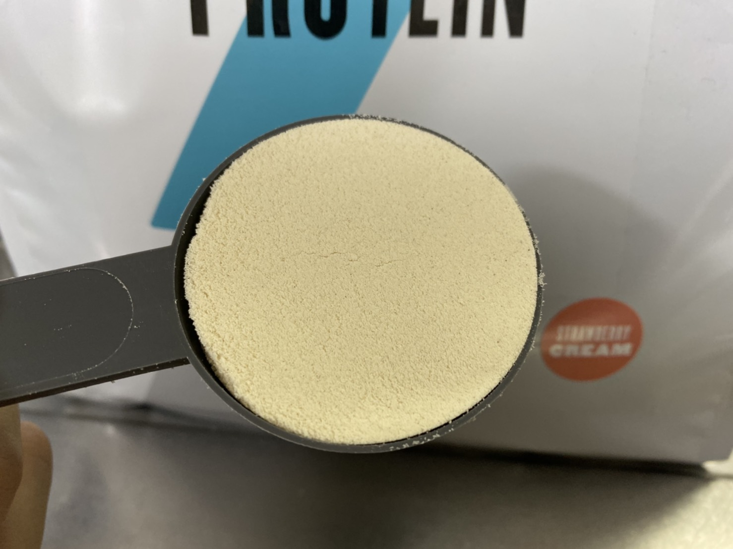 Impactホエイプロテインストロベリークリーム味の粉末