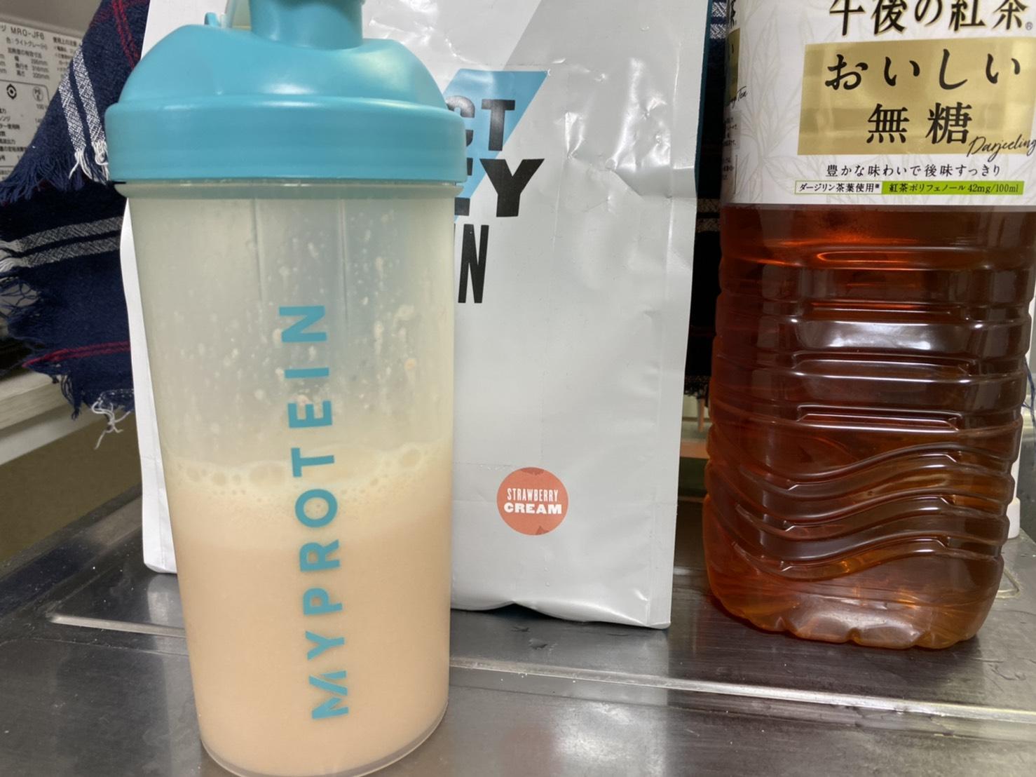 ストロベリークリーム味+無糖紅茶