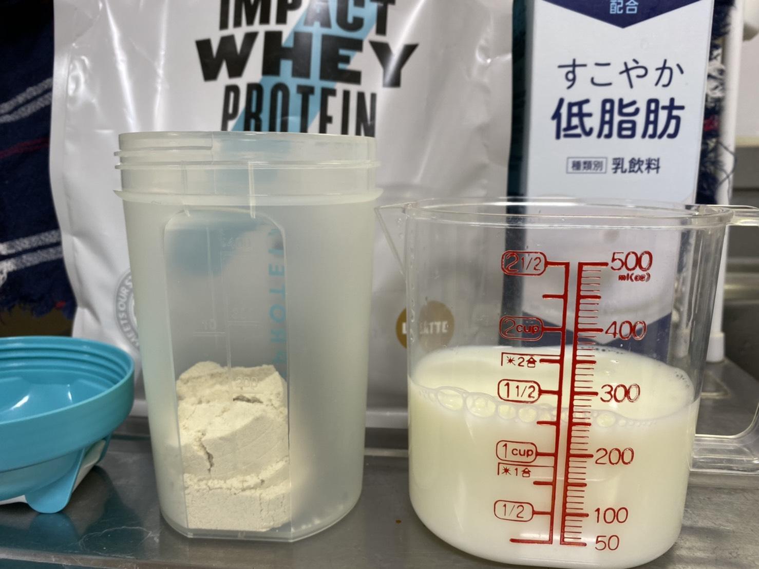 Impactホエイプロテイン:ラテ味を低脂肪牛乳で割ったレビュー
