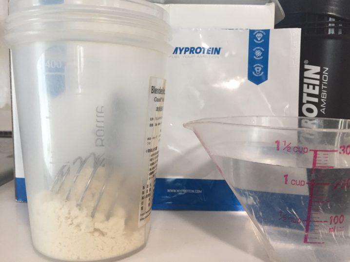 Vanilla Stevia Flavour(バニラステビア味)を250mlの水に溶かします。