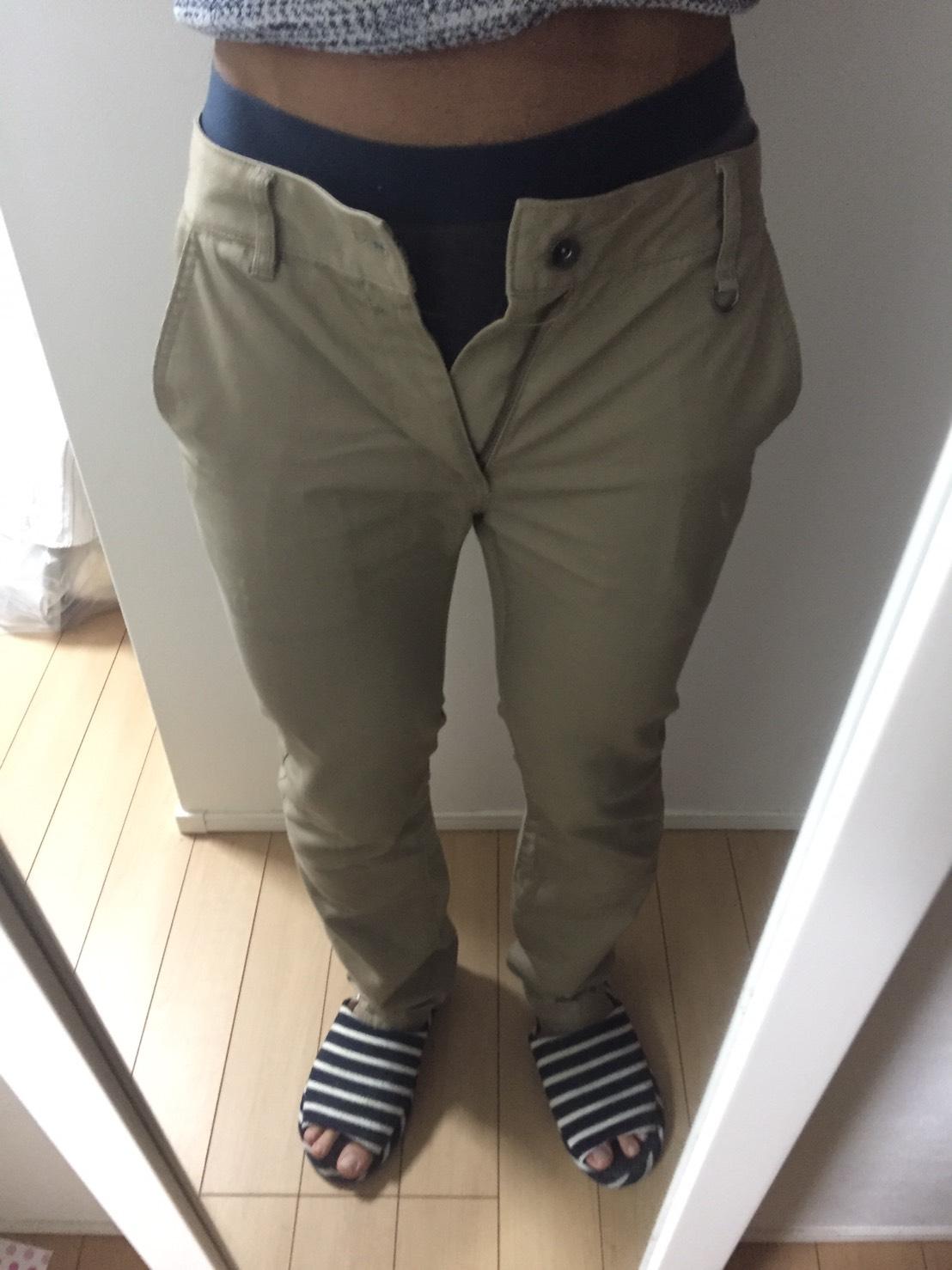 ズボンが入らない様子