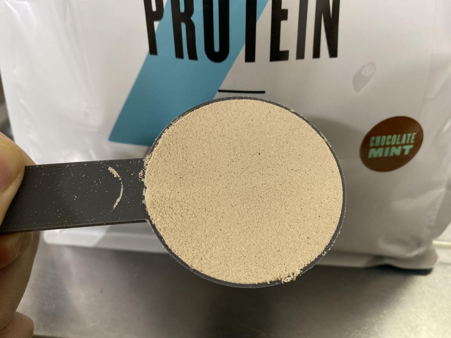 Impactホエイプロテイン:チョコミント味の粉末の様子