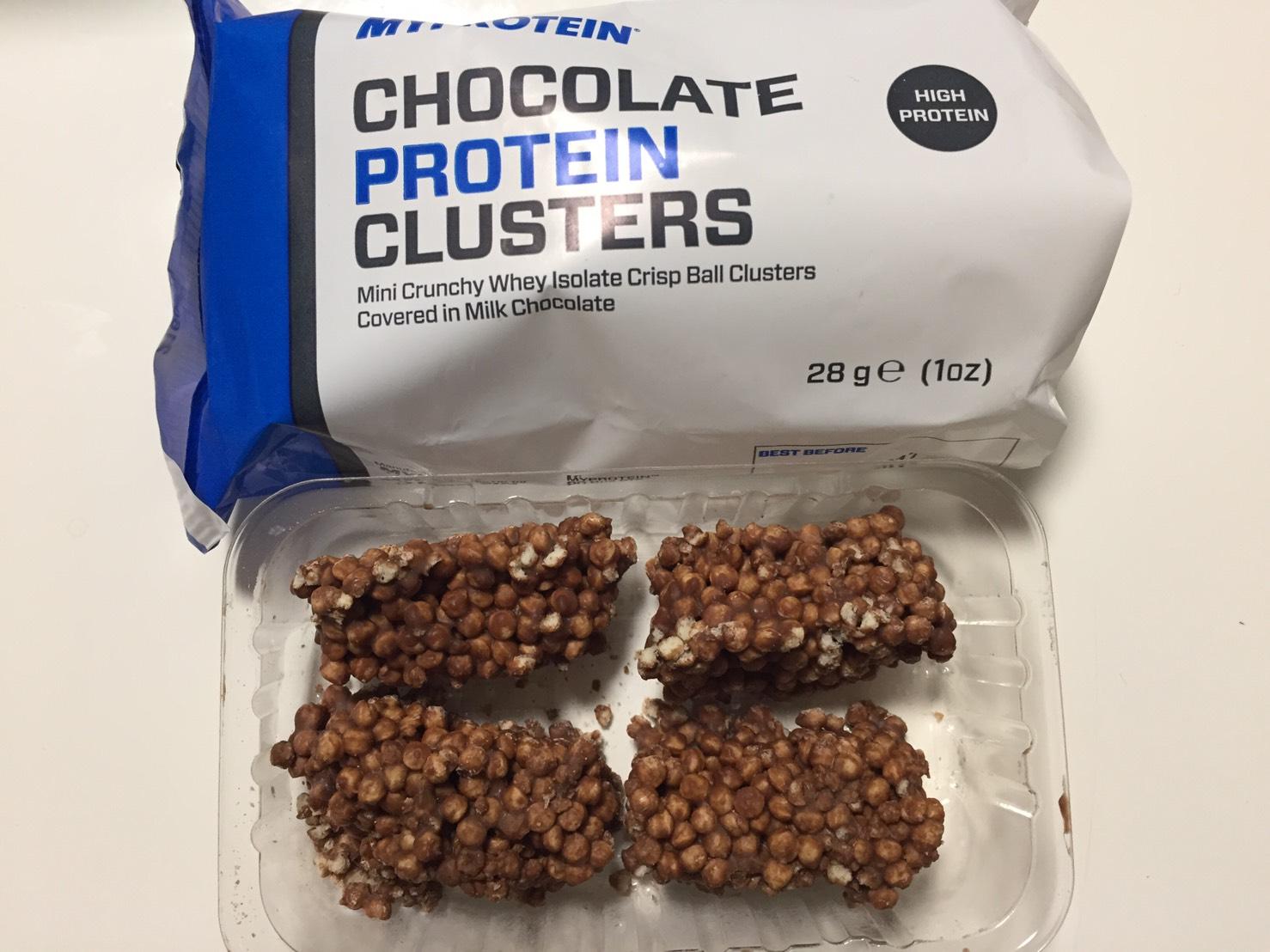 チョコレート プロテイン クラスターを開封した様子