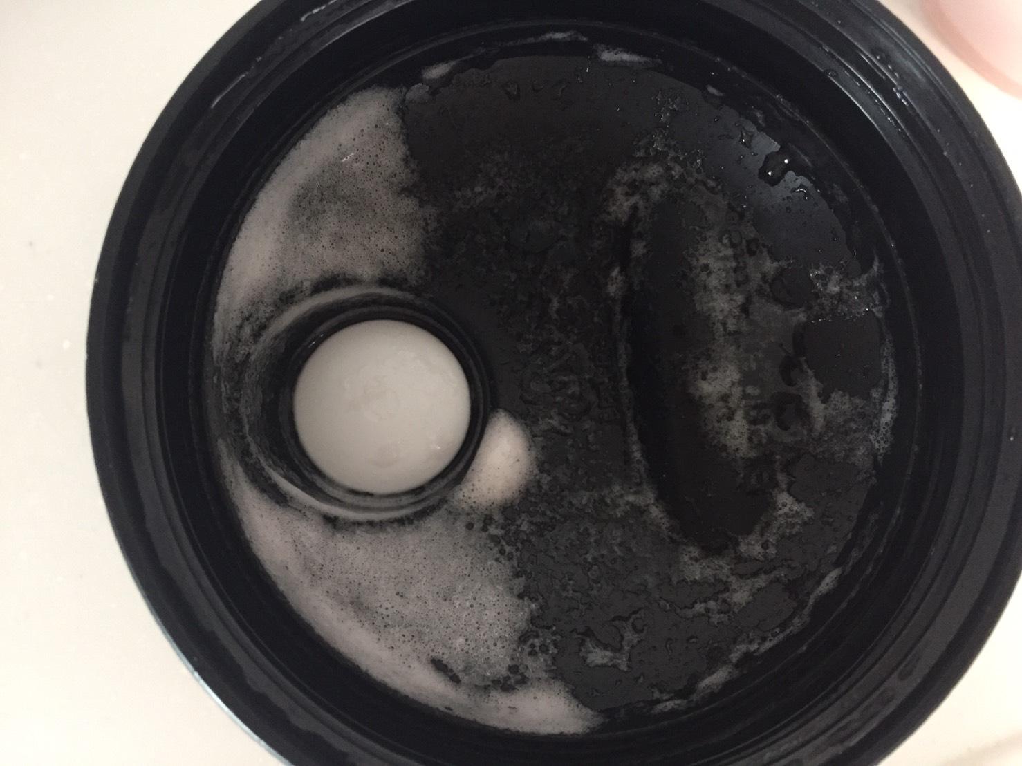 【WPI】IMPACT 分離ホエイプロテイン (アイソレート)「STRAWBERRY CREAM FLAVOUR(ストロベリークリーム味)」を飲み終えた様子。蓋側