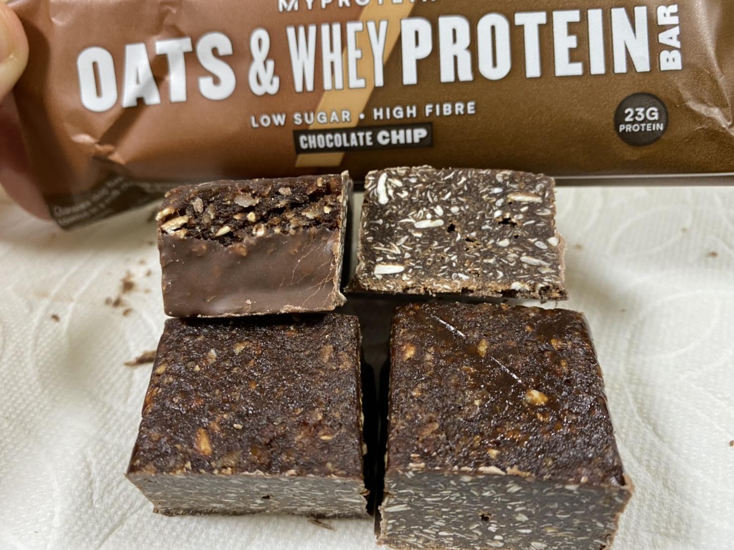 オーツ&ホエイプロテインバー:チョコチップ味の断面の様子