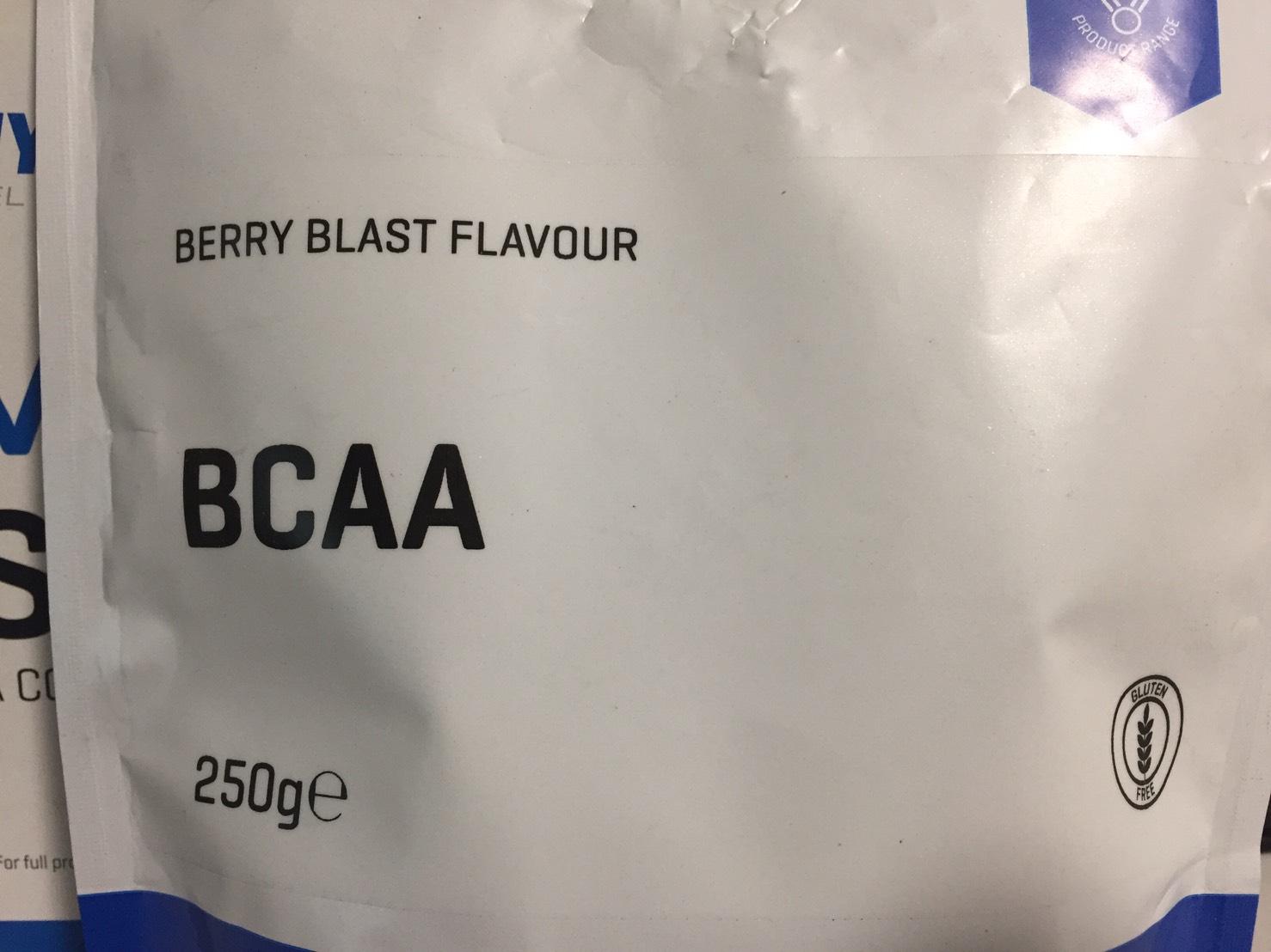 BCAA「ベリーブラスト味(BERRY BLAST FLAVOUR)」のパッケージ