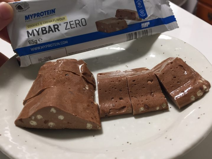 MY BAR ZERO(マイバー・ゼロ)「COOKIES & CREAM FLAVOUR(クッキー&クリーム味)」の断面の様子