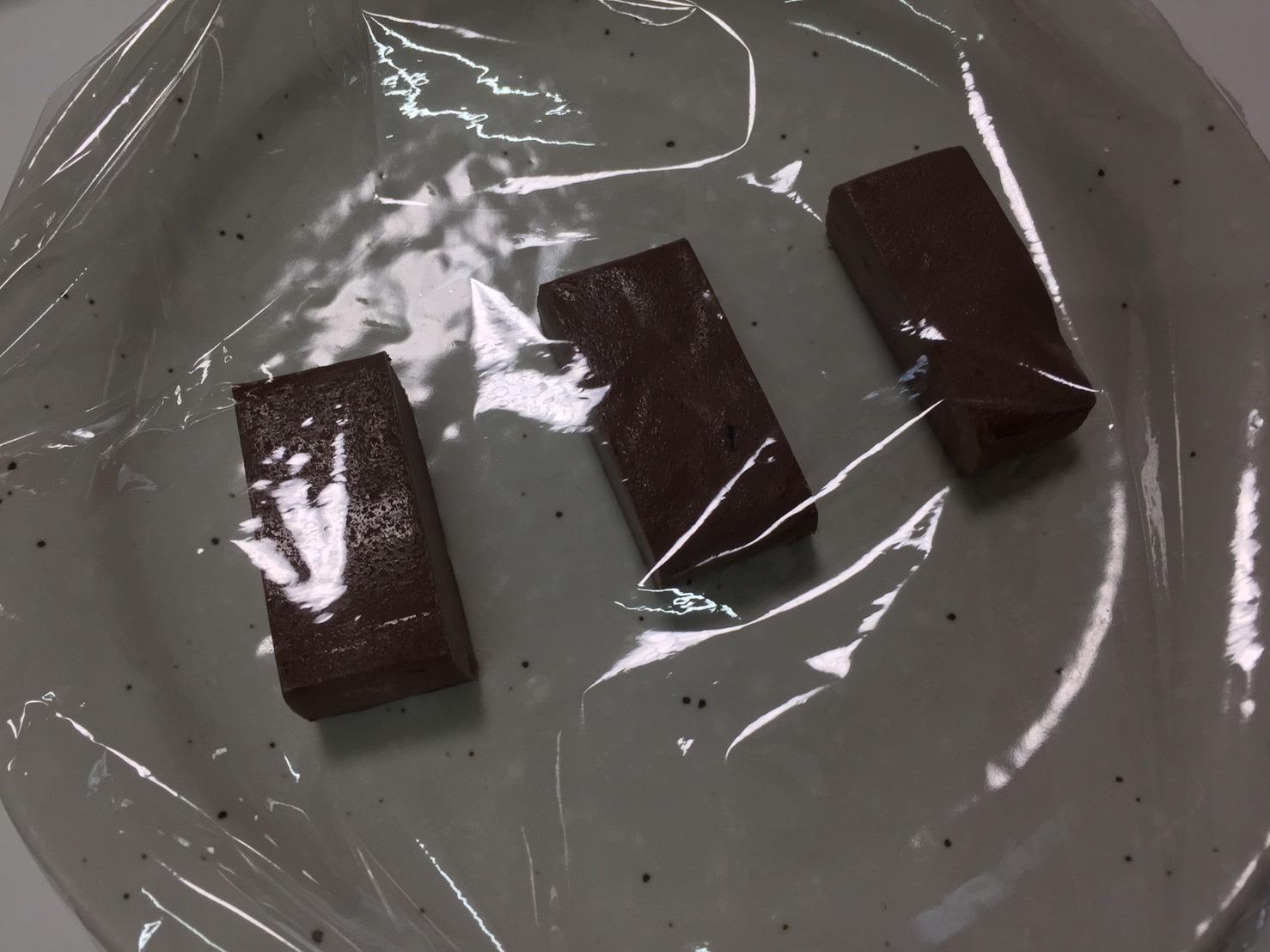 マイプロテインの「MY BAR ZERO(マイバー・ゼロ)」、CHOCOLATE FLAVOUR(チョコレート味)を電子レンジで温めます