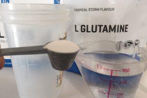 L-グルタミン「TROPICAL STORM FLAVOUR(トロピカル味)」を250mlの水に溶かして試します。