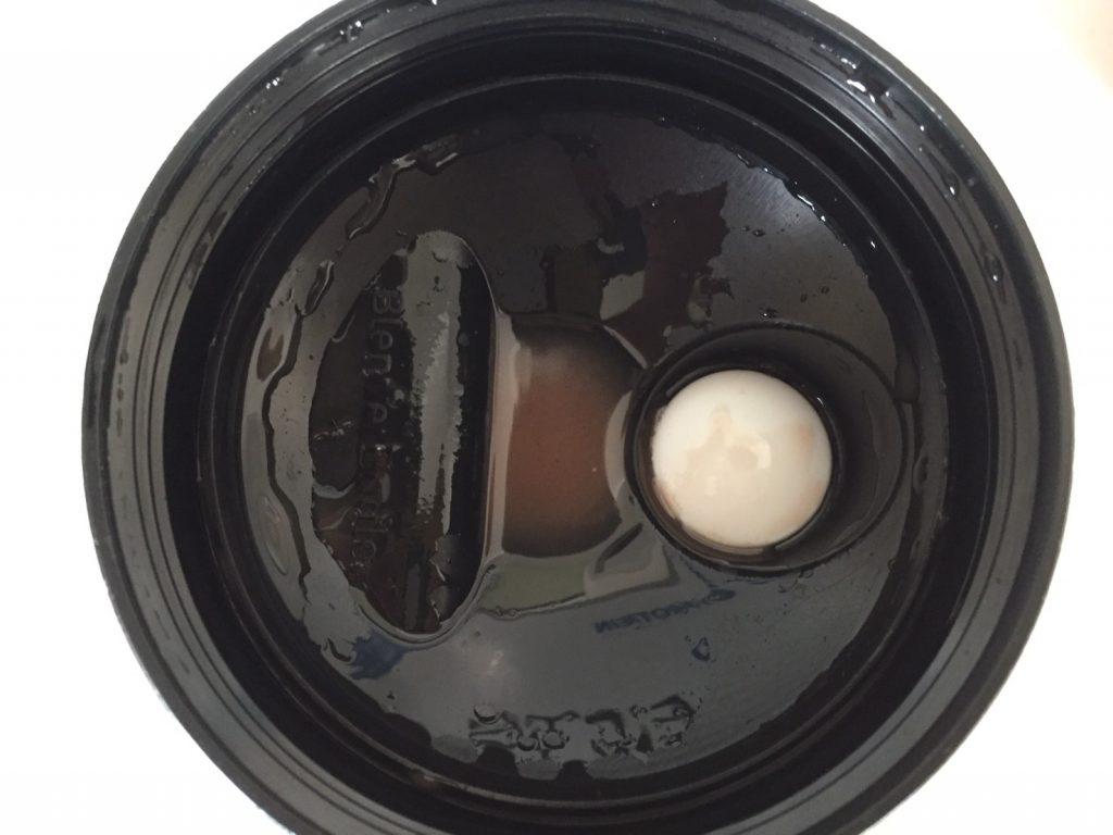 【WPI】IMPACT 分離ホエイプロテイン (アイソレート)「ROCKY ROAD FLAVOUR(ロッキーロード味)」をシェイクした直後の様子。蓋側