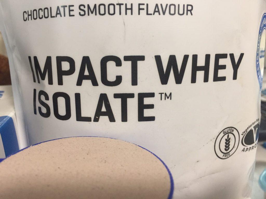 【WPI】IMPACT 分離ホエイプロテイン (アイソレート)「CHOCOLATE SMOOTH FLAVOUR(チョコレートスムーズ味)」の様子