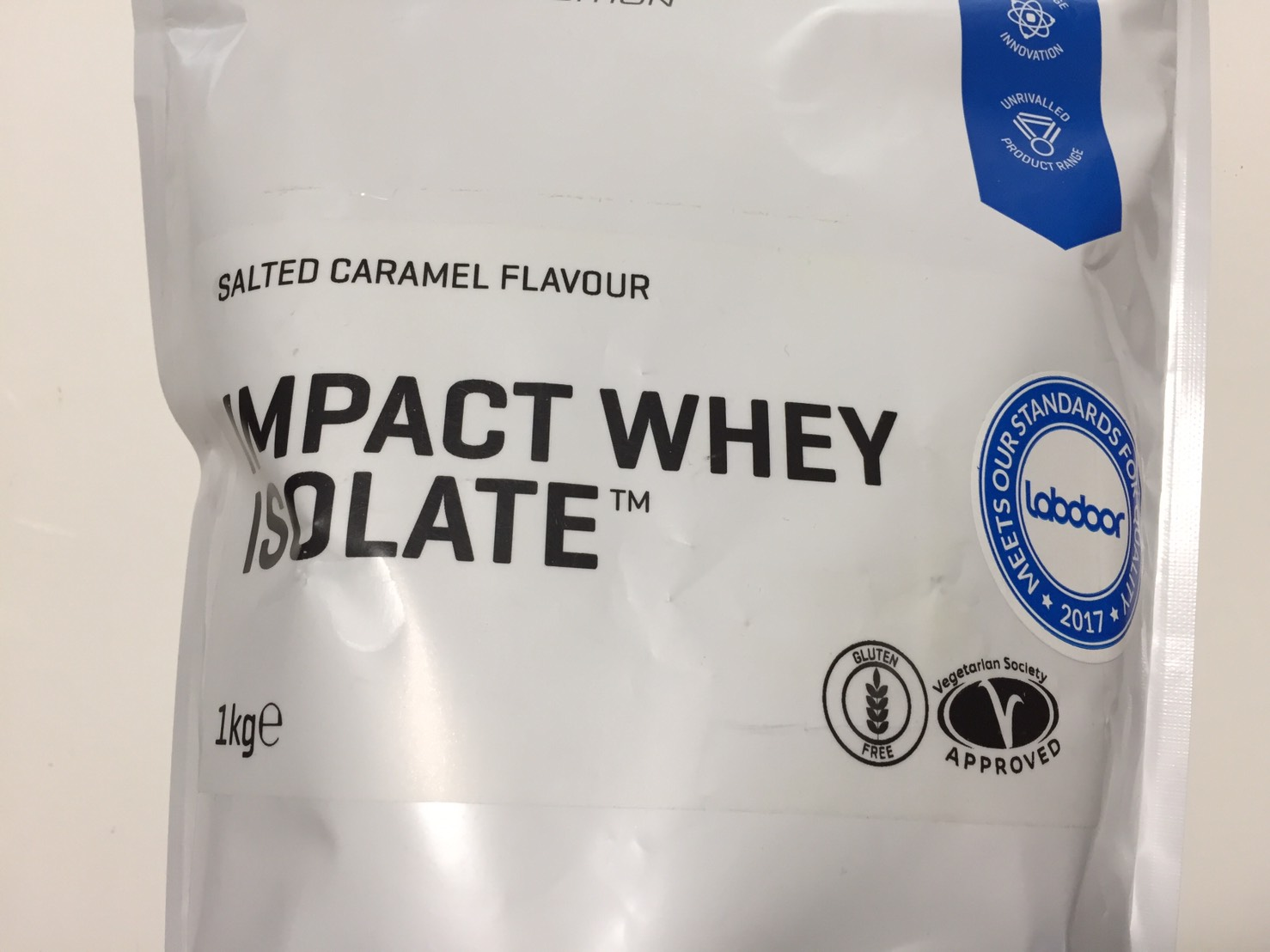 【WPI】IMPACT 分離ホエイプロテイン (アイソレート)「SALTED CARAMEL FLAVOUR(塩キャラメル味)」