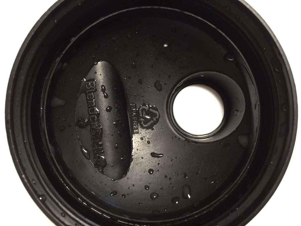 【WPI】IMPACT 分離ホエイプロテイン (アイソレート)「SALTED CARAMEL FLAVOUR(塩キャラメル味)」を飲み終えた様子。蓋側