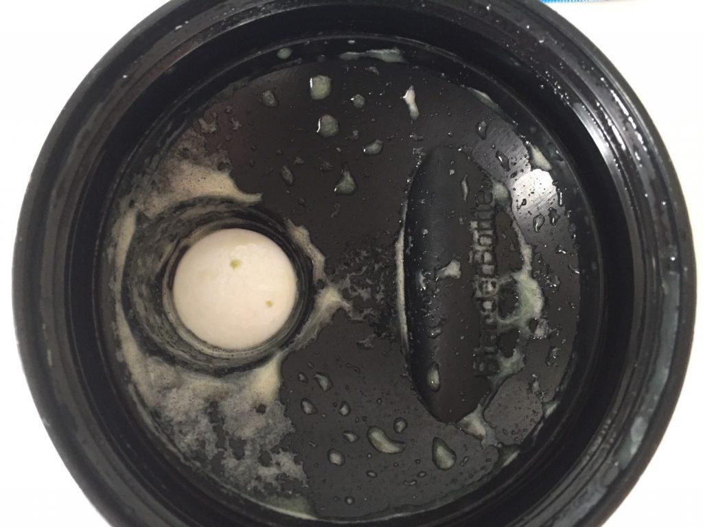 【WPC】Impactホエイプロテイン「Matcha Flavour(抹茶味)」を飲み終えた様子。蓋側