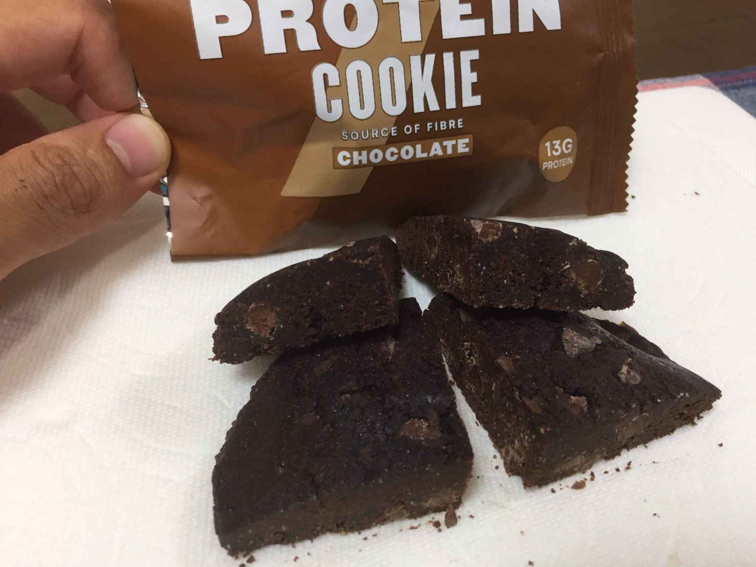 マイプロテインのベイクドプロテインクッキーの断面の様子