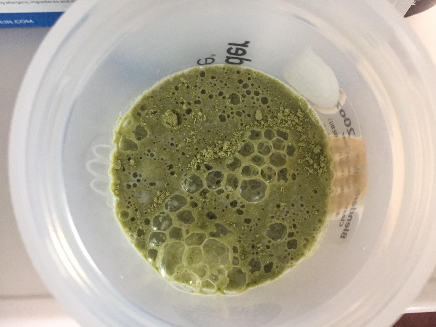【WPC】Impactホエイプロテイン「Matcha Flavour(抹茶味)」に牛乳を注いだ様子