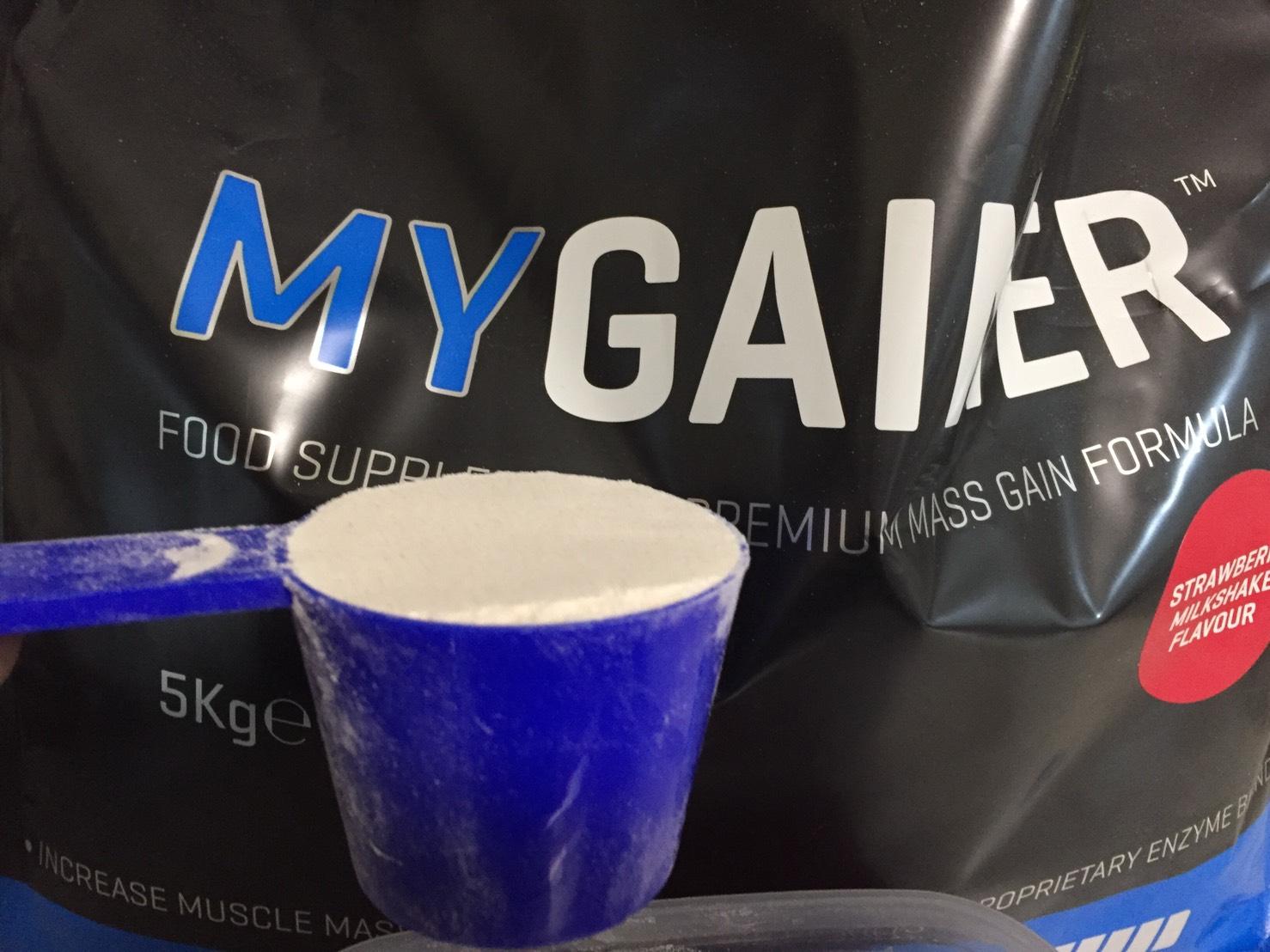 マイプロテインの「MYGAINER(マイゲイナー)」の摺り切り一杯の重さ