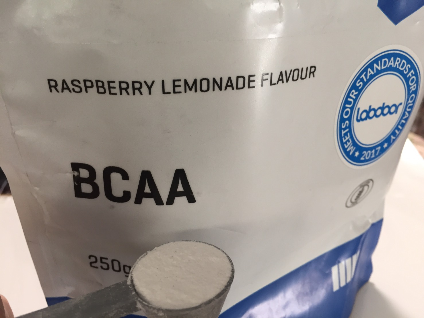BCAA「ラズベリー・レモネード味(RASPBERRY LEMONADE FLAVOUR)」の様子