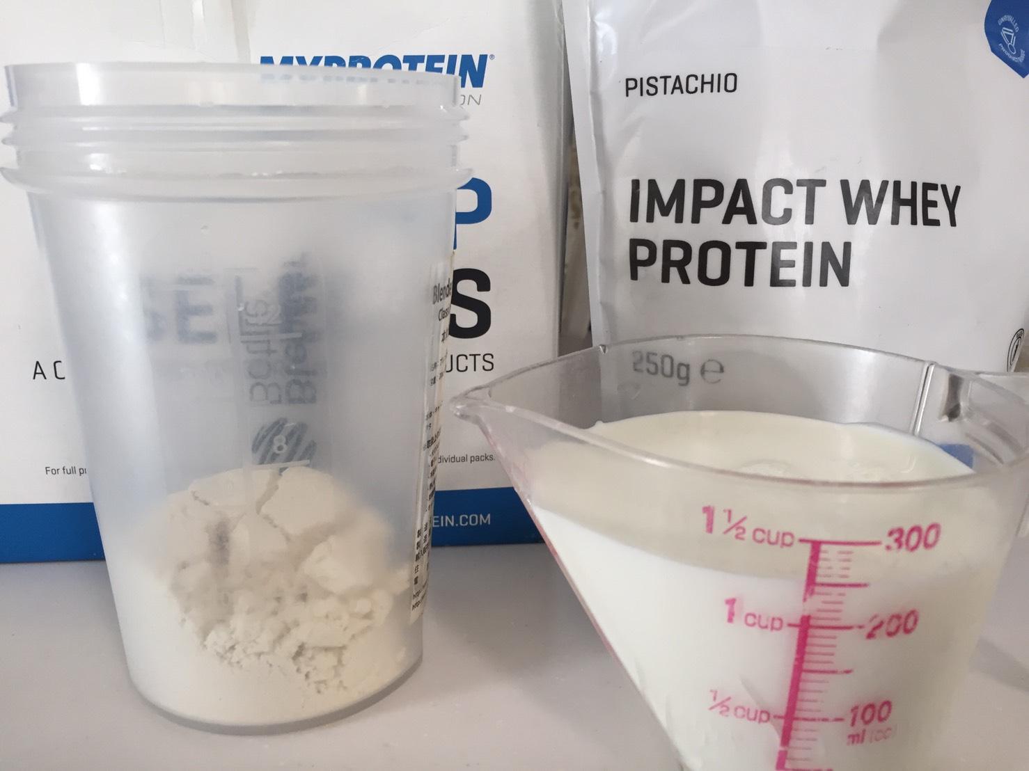 【WPC】Impactホエイプロテイン「PISTACHIO(ピスタチオ味)」を250mlの牛乳で溶かした場合