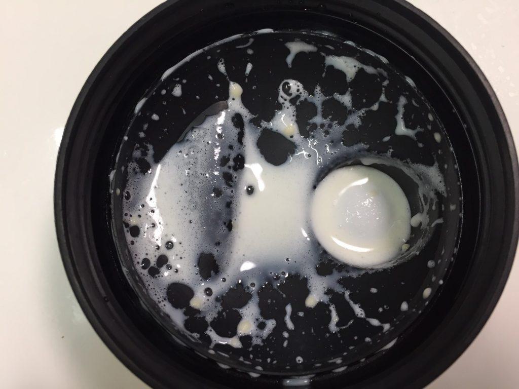 【WPC】Impactホエイプロテイン「COCONUT(ココナッツ味)」をシェイクした直後の様子。蓋側