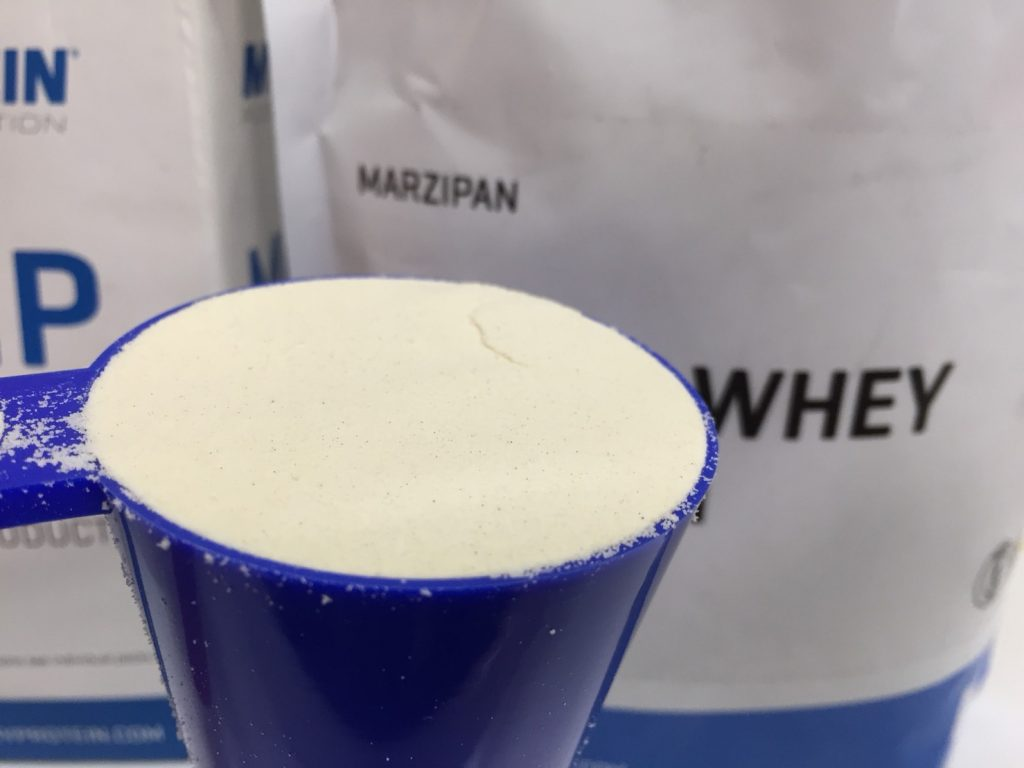 【WPC】Impactホエイプロテイン「MARZIPAN(マジパン味・マルチパン味)」の様子