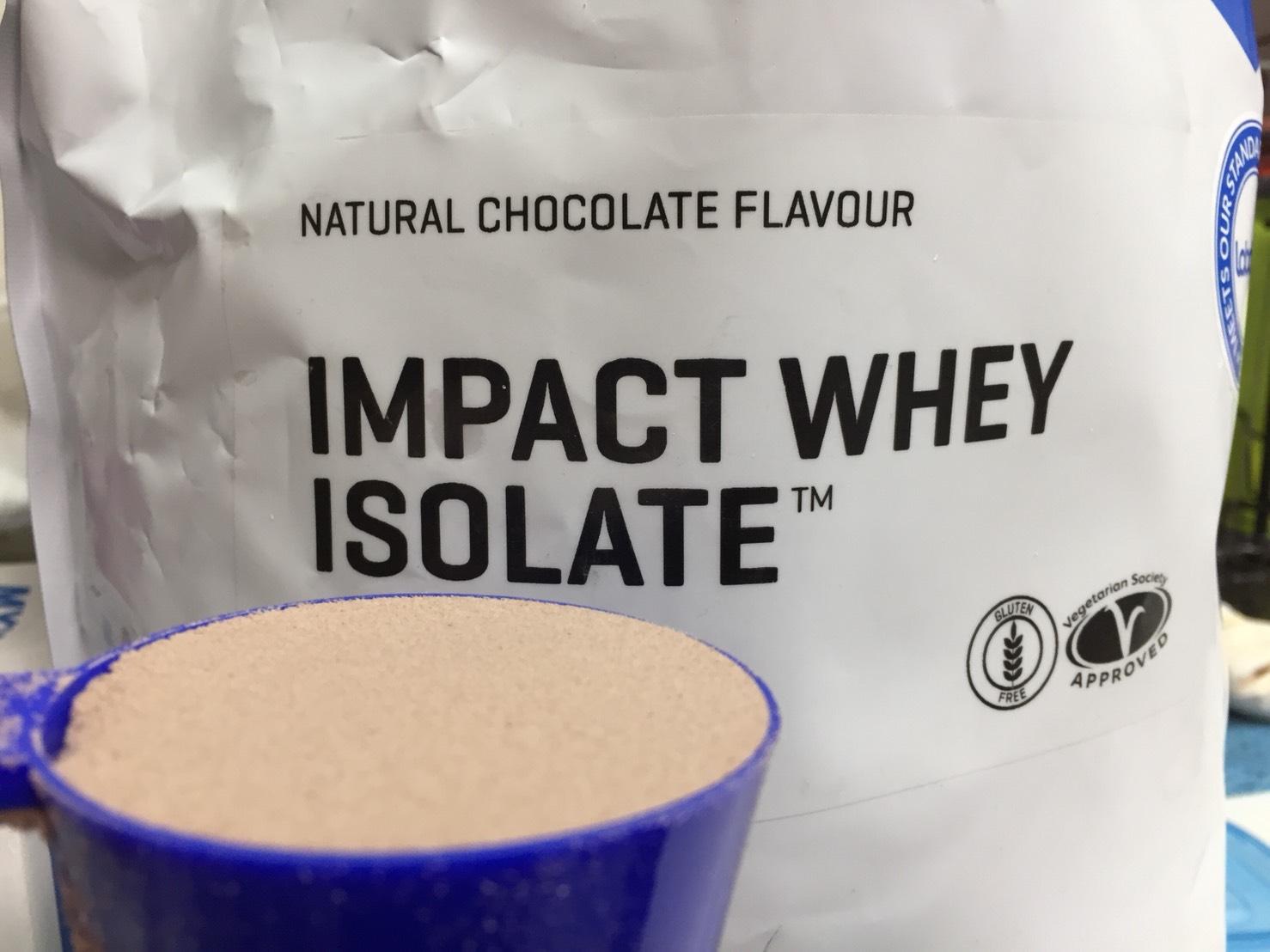 【WPI】IMPACT 分離ホエイプロテイン (アイソレート)「NATURAL CHOCOLATE FLAVOUR(ナチュラルチョコレート味)」の様子