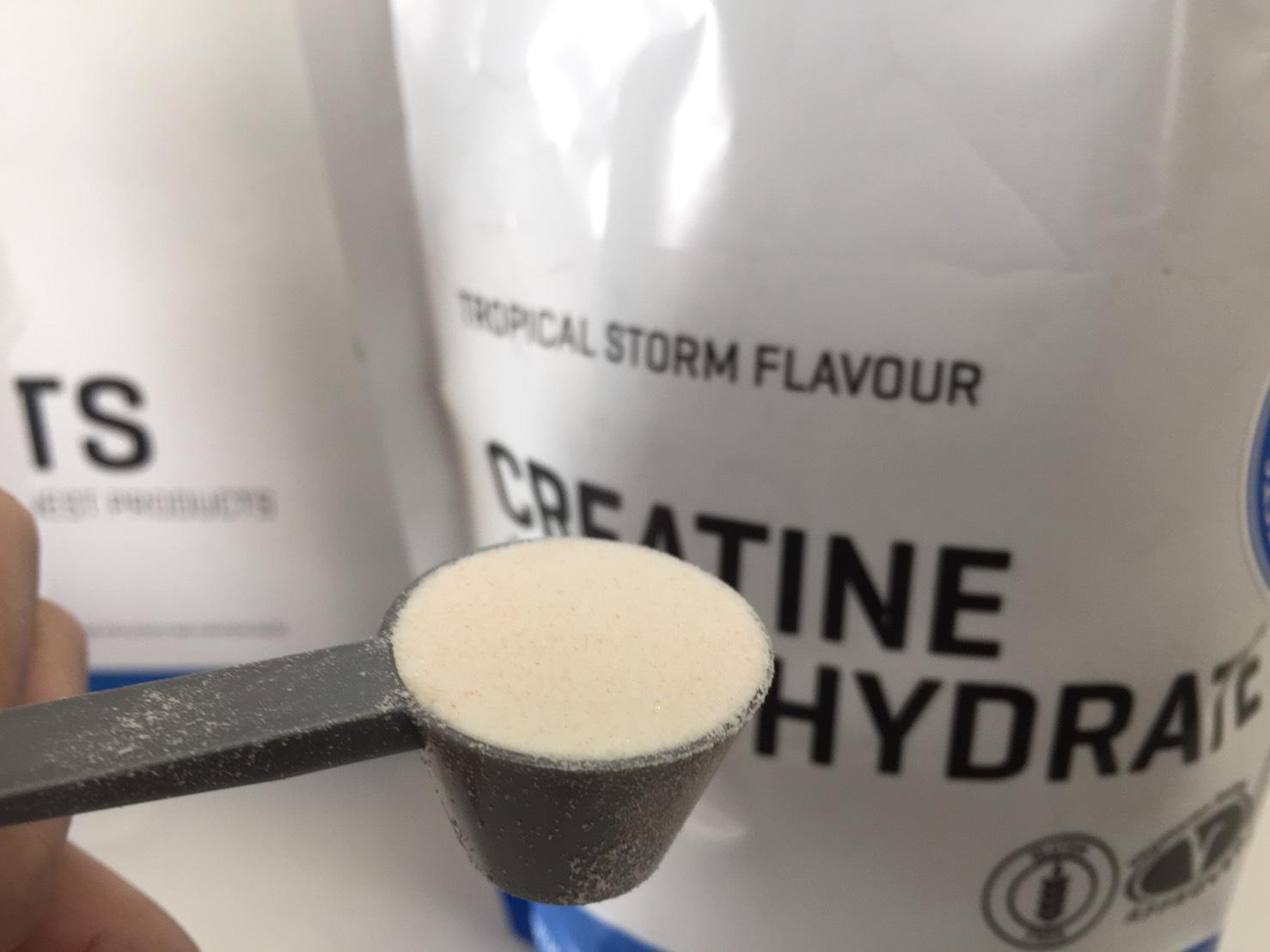 クレアチン一水和物粉末-TROPICAL STORM FLAVOUR(トロピカル味)の様子