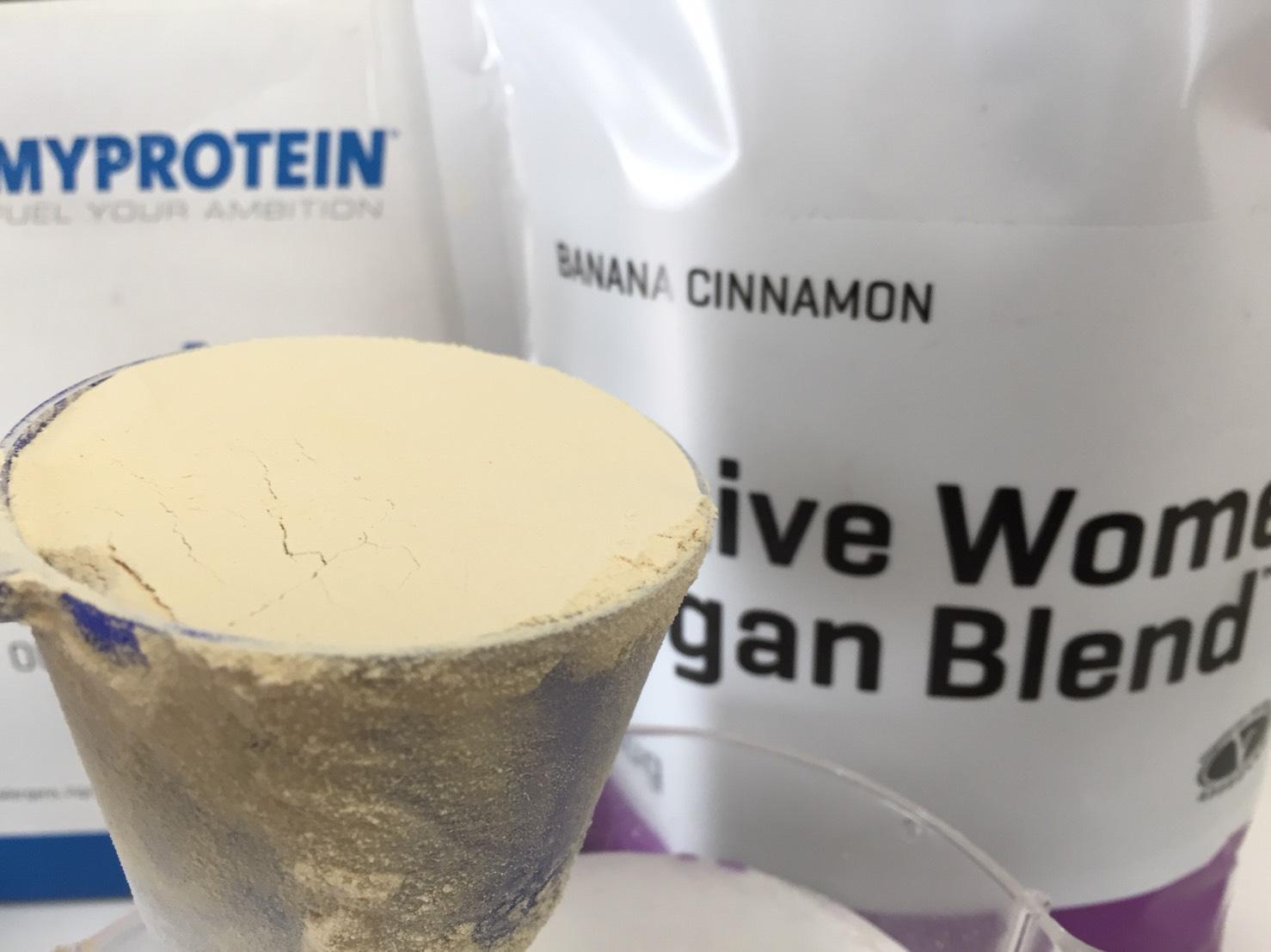 Active Women Vegan Blend(アクティブウーマンビーガンブレンド)「BANANA CINNAMON(バナナシナモン味)」の様子