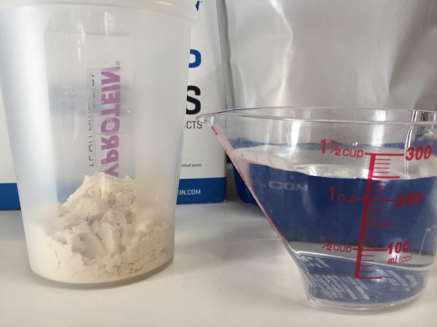 【WPC】Impactホエイプロテイン「ORANGE CREAM FLAVOUR(オレンジクリーム味)」を250mlの水に溶かします