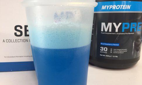 MYPRE(マイプレ)「Blue Raspberry Flavour(ブルーラズベリー味)」を横から写した様子