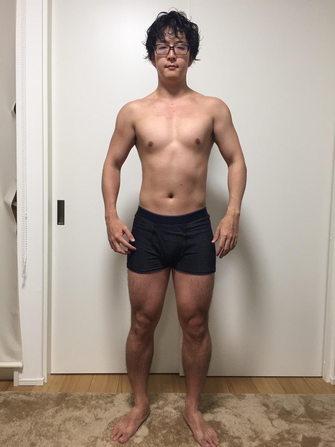 2018年5月15日時点の正面からの様子。相変わらず腹筋はないが、徐々に筋肉が見えてくるようになった。