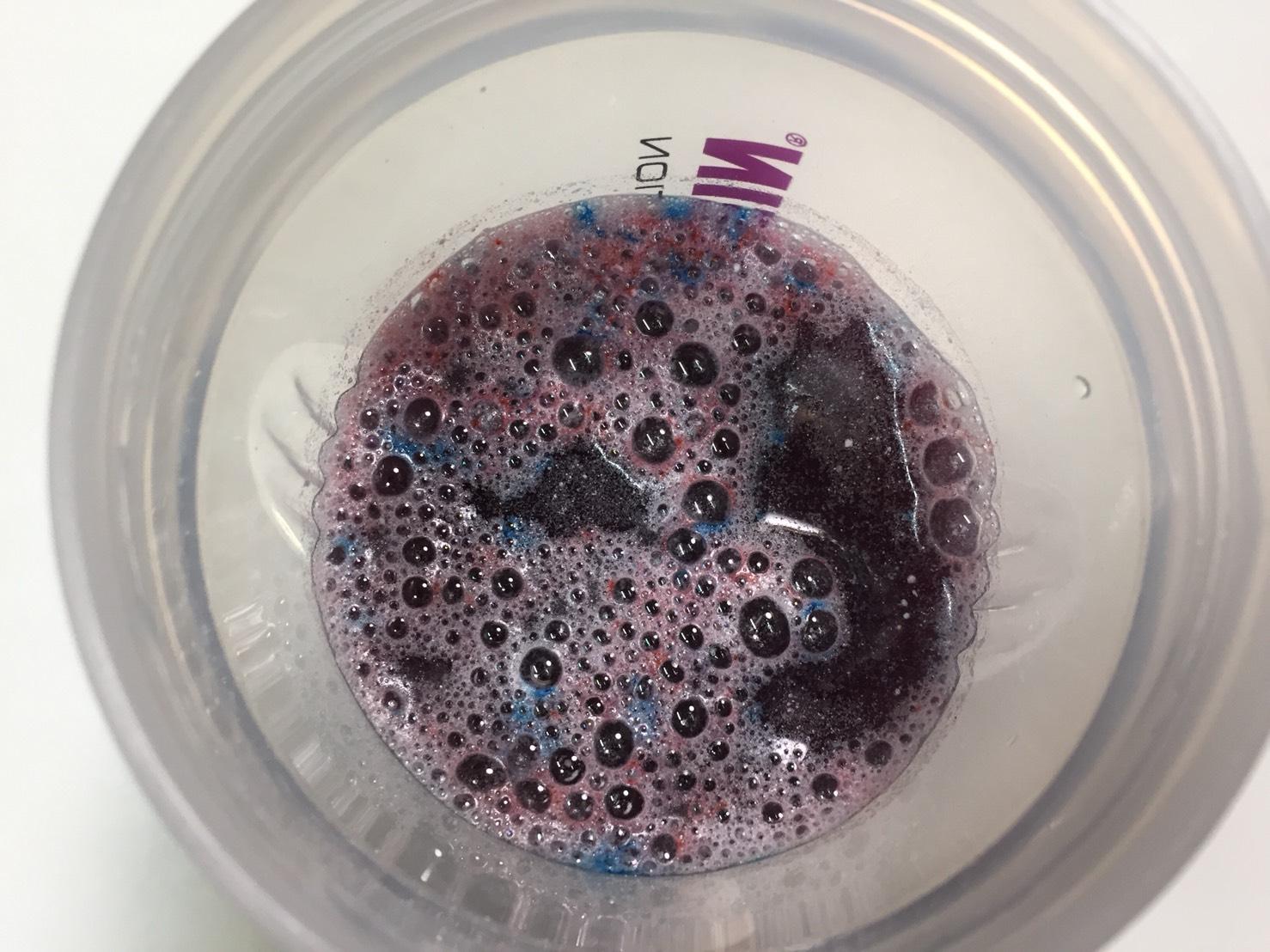 MYPRE(マイプレ)「Raspberry Lemonade Flavour(ラズベリーレモネード味)」に水を注いだ直後の様子