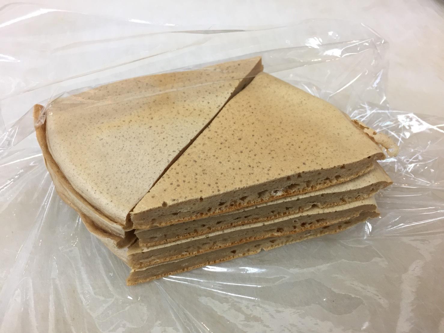 マイプロテインのプロテインパンケーキミックス「GOLDEN SYRUP FLAVOUR(ゴールデンシロップ味)」を持ちやすくなります