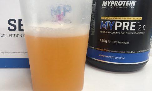 MYPRE2.0(マイプレ2.0)「ORANGE MANGO PASSIONFRUIT FLAVOUR(オレンジマンゴーパッションフルーツ味)」を横から撮影した様子