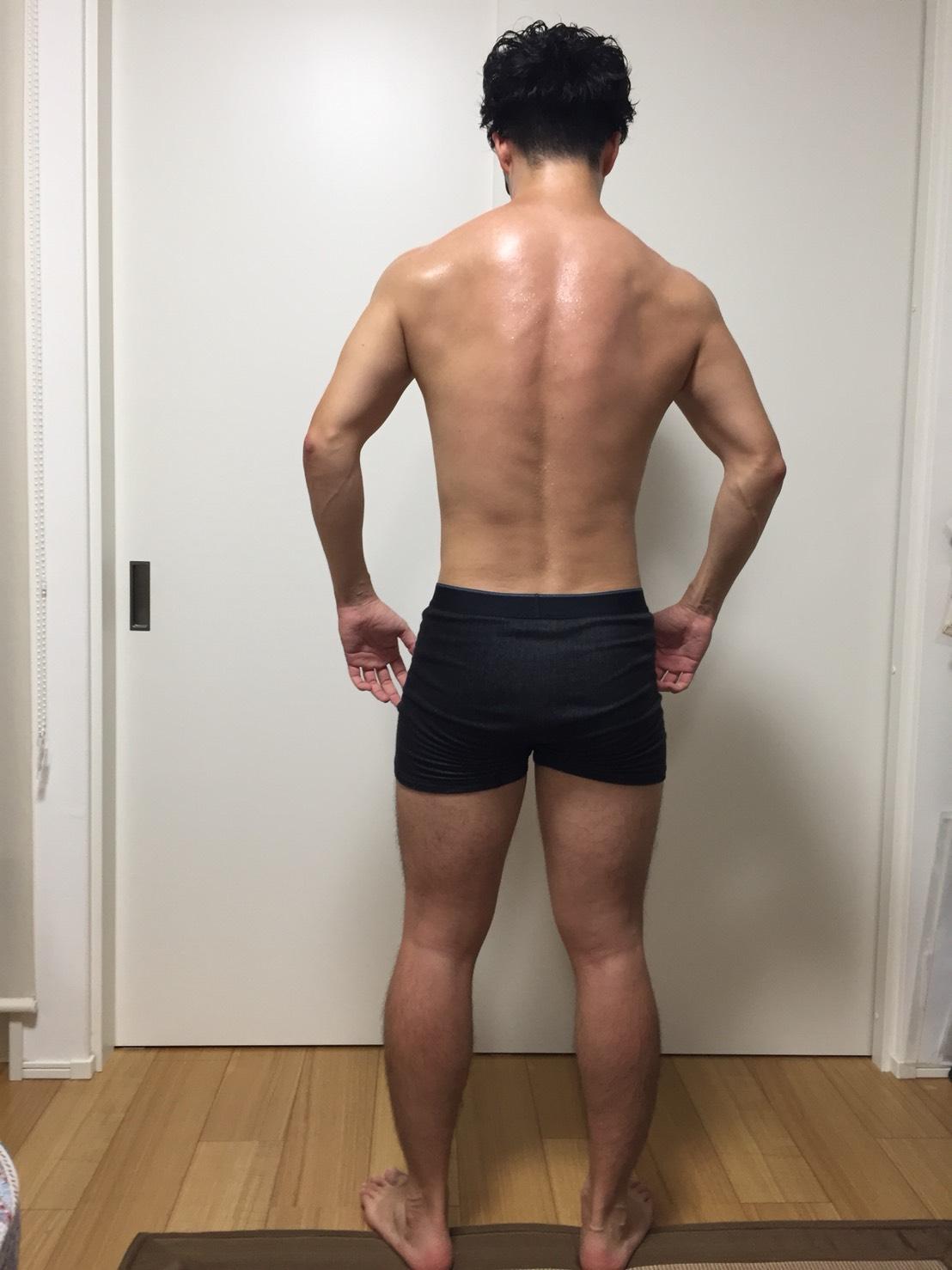 2018年7月4日時点の背面の様子。腰のあたりの脂肪が減ったように見える