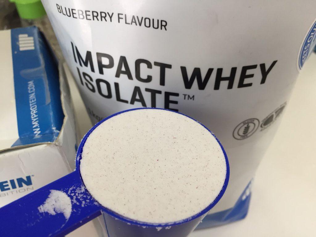 【WPI】Impactホエイアイソレート「BLUEBERRY FLAVOUR(ブルーベリー味)」のスプーン摺り切り一杯